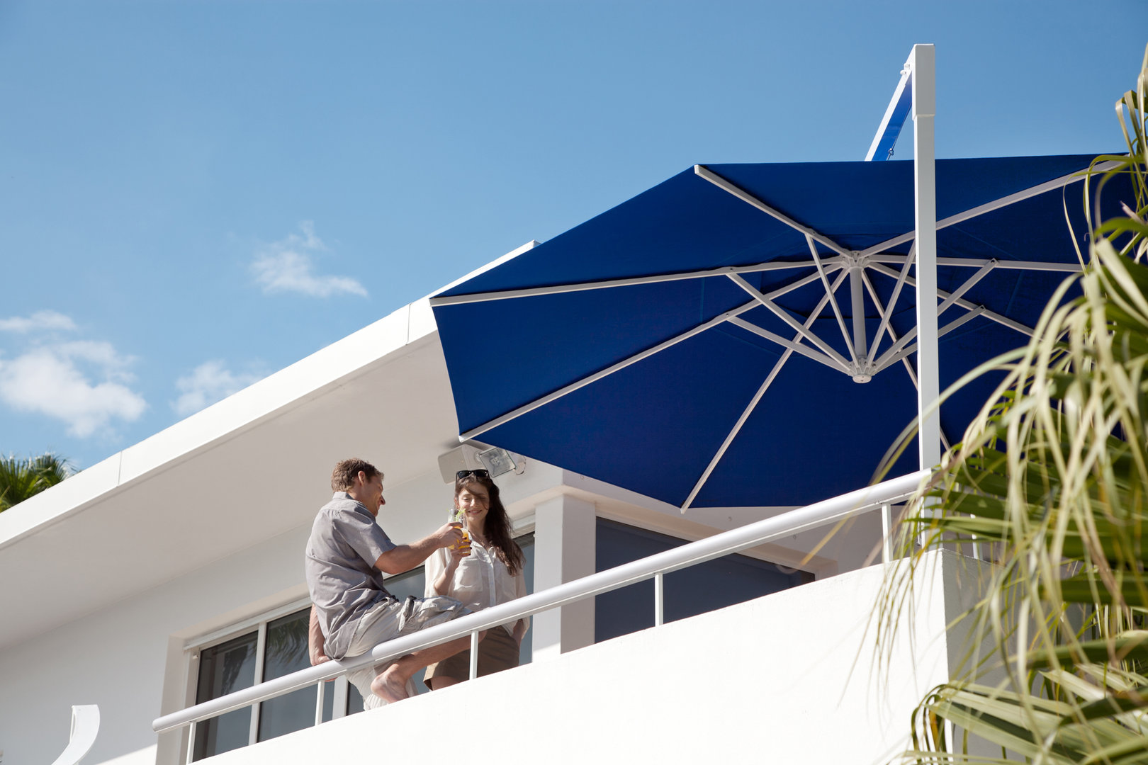 Sombrilla amalfi de m stil lateral con manivela todo en for Sombrillas para piscinas