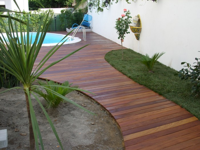 Suelo de madera de instalaci n r pida todo en piscinas y for Jardines de madera