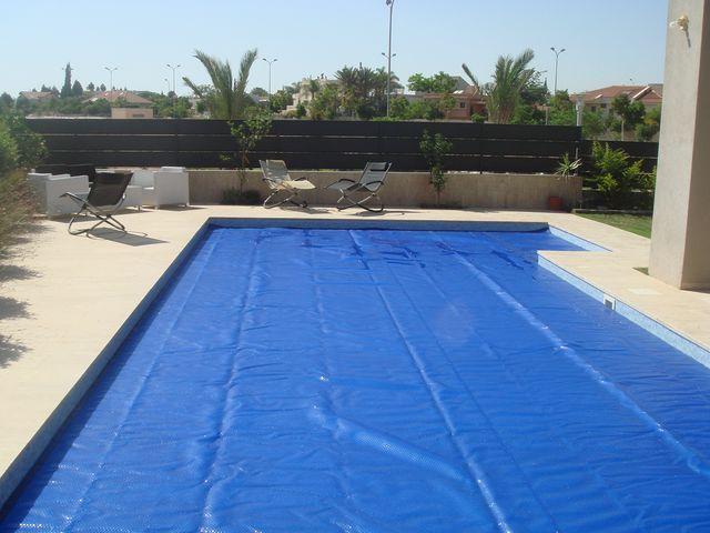 Cobertor solar reforzado de 700 micras geobubble manta for Manta solar piscina