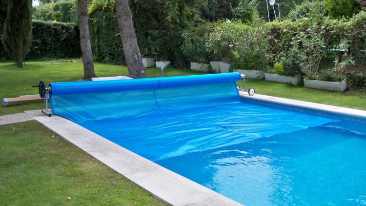 Enrollador con soporte de piedra de 4 a 5 5 m enrollador for Precio cobertor piscina