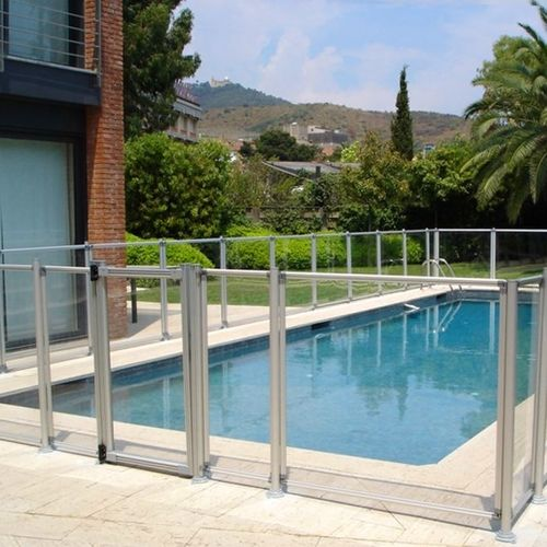 Aluminum pool fence and methacrylate
